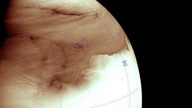 Imagem obtida no infravermelho pela câmara IR2 da sonda Akatsuki, da agência espacial japonesa JAXA, processada, invertida e colorizad